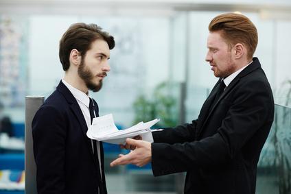 Vous êtes au travail. Votre responsable vient vous reprocher votre manque de sérieux. Il vient de vous surprendre 2 fois sur Facebook au lieu de finir un travail urgent. Que faites vous ?