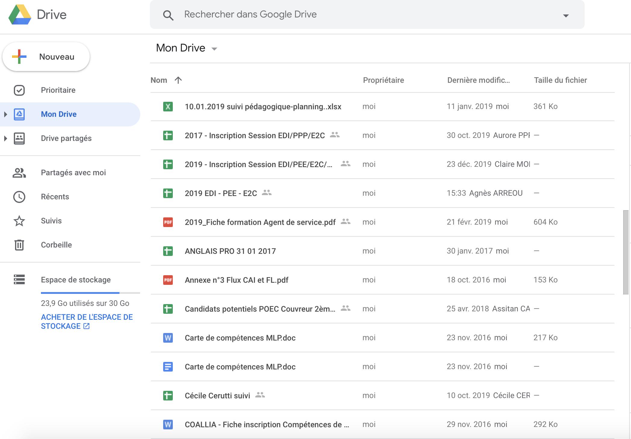 Je suis sur Google Drive et j'aimerais ajouter un nouveau dossier pour stocker des fichiers en dématérialisé. Comment faut-il faire ?